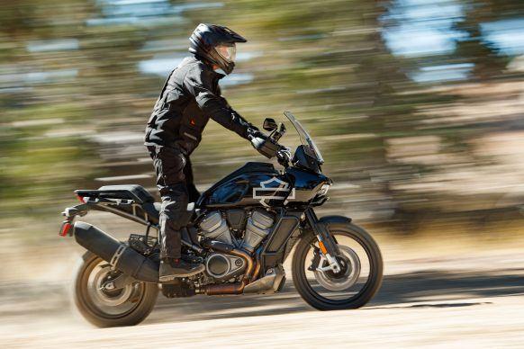 -2021-Harley-Davidson-Pan-America-1250-PA6-582x388.jpg